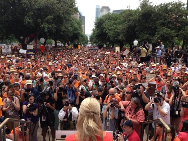 Wendy-Davis-stand-with-Texas-Women-democratic-party-protests-State-Capitol_163251